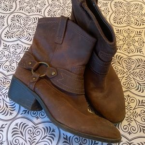 Size 8.5 leather brown boots